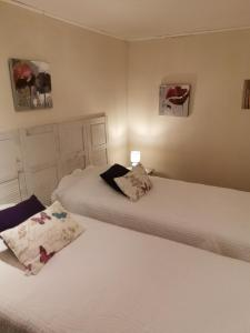 A bed or beds in a room at Domaine du Mas Foucray