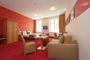 A seating area at Romantik Hotel Scheelehof Stralsund