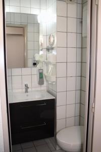 Ein Badezimmer in der Unterkunft Brit Hotel Primo Colmar Centre