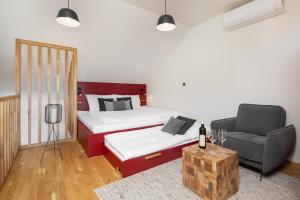 Postel nebo postele na pokoji v ubytování REZIDENCE KONĚVOVA, Mikulov