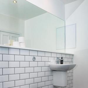 A bathroom at McKays Hotel