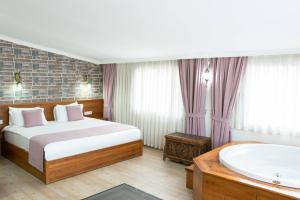 A bed or beds in a room at Infinity Exclusive City Hotel