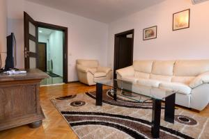A seating area at Апартамент за гости Римски терми