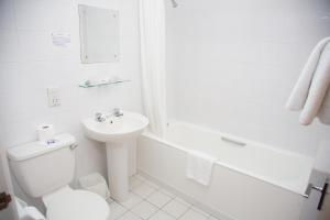 A bathroom at Viking Hotel- Adults Only