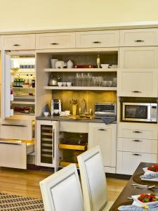 A kitchen or kitchenette at White Elephant Hotel