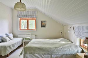 A bed or beds in a room at Hyvölän Talo