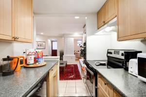 A kitchen or kitchenette at Perfect DC Retreat!