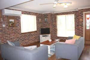 A seating area at Birchgrove Terrace, Unit 6, Recreation Lane, Tun