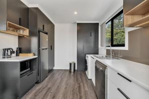 A kitchen or kitchenette at Youngtown Executive Apartments