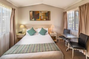 A bed or beds in a room at Ingenia Holidays Nepean River