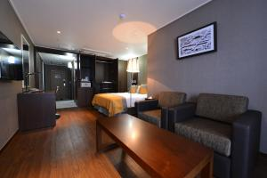 A seating area at Value Hotel Worldwide Suwon