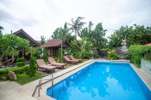 Der Swimmingpool an oder in der Nähe von Timbool Bungalow