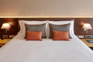 A bed or beds in a room at Gran Hotel Domine Bilbao