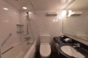 A bathroom at Hotel KSP