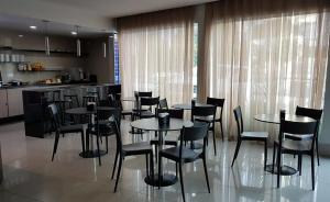 A restaurant or other place to eat at Hotel Enseada Aeroporto