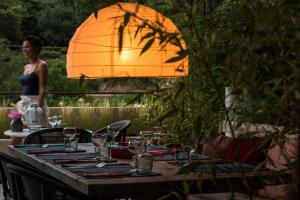 Een restaurant of ander eetgelegenheid bij Ecole Olargues