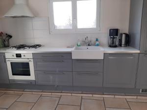 Cuisine ou kitchenette dans l'établissement Cozy Hoiday Home in Droyes North France with Terrace