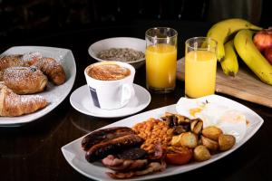 Breakfast options available to guests at The George Hotel – RelaxInnz