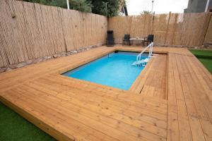 בריכת השחייה שנמצאת ב-וילה סיגלה או באזור