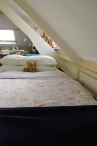 A bed or beds in a room at Art+bed and breakfast