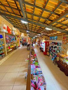 Supermercado ou outras lojas nos arredores do hotel