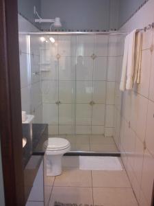 A bathroom at Pousada Manga Rosa