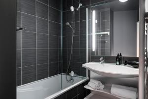 Ванная комната в Aparthotel Adagio Paris Montrouge