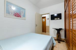 A bed or beds in a room at casa das flores