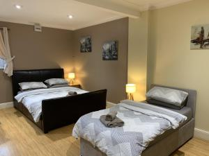 A bed or beds in a room at Southernwood - Studio 1