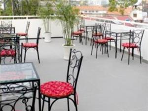 A restaurant or other place to eat at City Hotel 35 Luu Van Lang