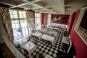 Un restaurante o sitio para comer en Hotel Isla Seca