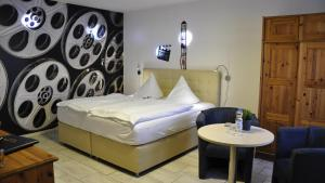 A bed or beds in a room at Hotel Zierow - Urlaub an der Ostsee