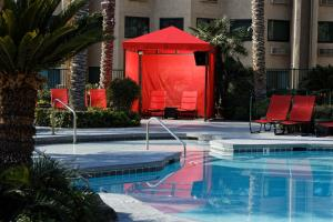 The swimming pool at or near Silver Sevens Hotel & Casino