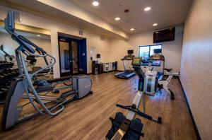 The fitness centre and/or fitness facilities at Holiday Inn Express & Suites - Colorado Springs AFA Northgate
