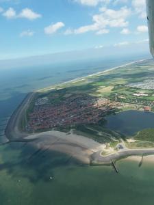 Een luchtfoto van Ons Zeeuws Huus
