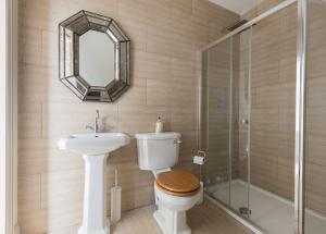 A bathroom at The Loft