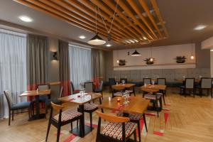 A restaurant or other place to eat at Ramada Encore Newcastle-Gateshead