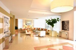 A seating area at Pestana South Beach Hotel