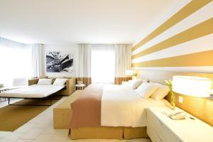 A bed or beds in a room at Pestana South Beach Hotel
