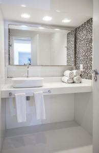 A bathroom at Passeio das Palmeiras