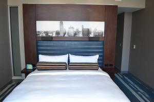 A bed or beds in a room at Aloft Detroit at The David Whitney
