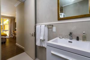 A bathroom at Primi Royal