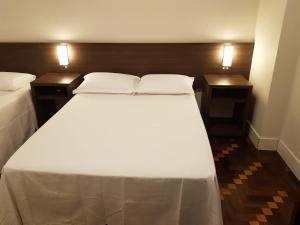 A bed or beds in a room at Estúdio Azzo 507 - Cosmopolitan Studio