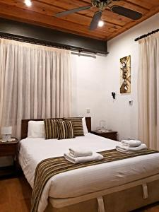 A bed or beds in a room at Archontiko I Misirlou