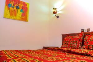 A bed or beds in a room at Hôtel Prince De Galles