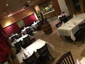 Ein Restaurant oder anderes Speiselokal in der Unterkunft Motelina