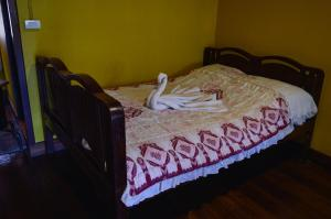 A bed or beds in a room at Crossroads house