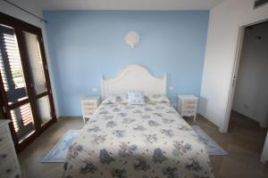A bed or beds in a room at Le 9 Gocce Seaview Apartment