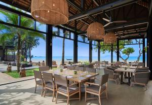 A restaurant or other place to eat at Amari Vogue Krabi