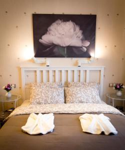 A bed or beds in a room at Naturelle